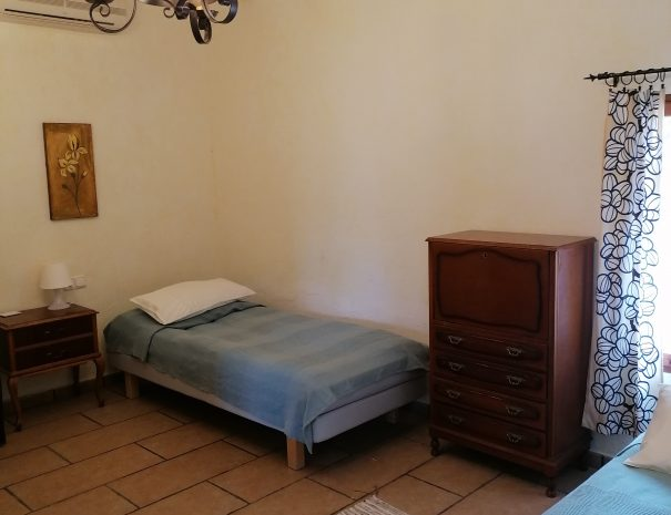 Huone 1 alakerta